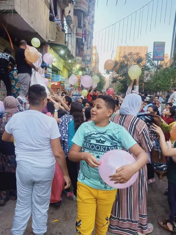 توزع الهدايا بعد صلاة العيد بالوراق
