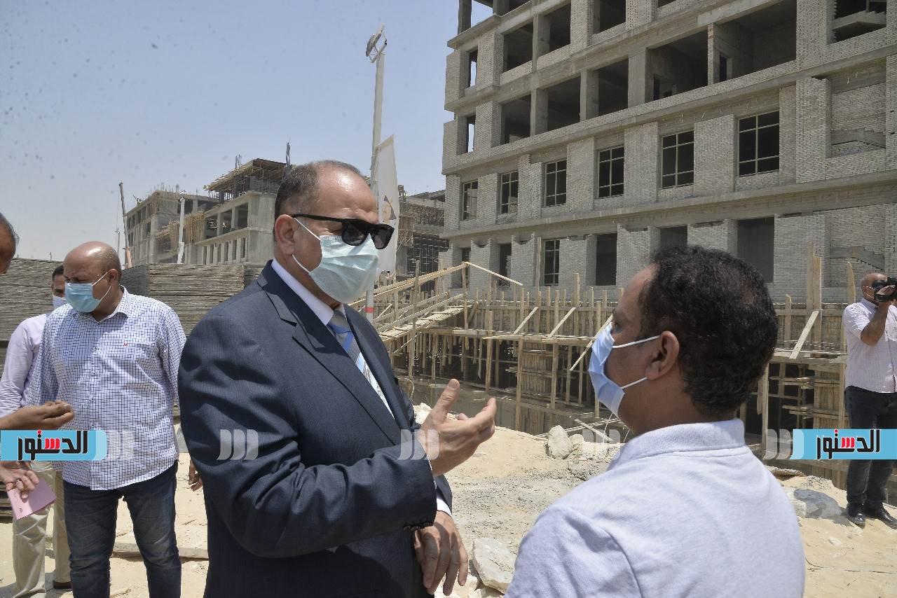 محافظ أسيوط يتفقد أعمال تنفيذ جامعة بدر بمدينة ناصر الجديدة  (9)