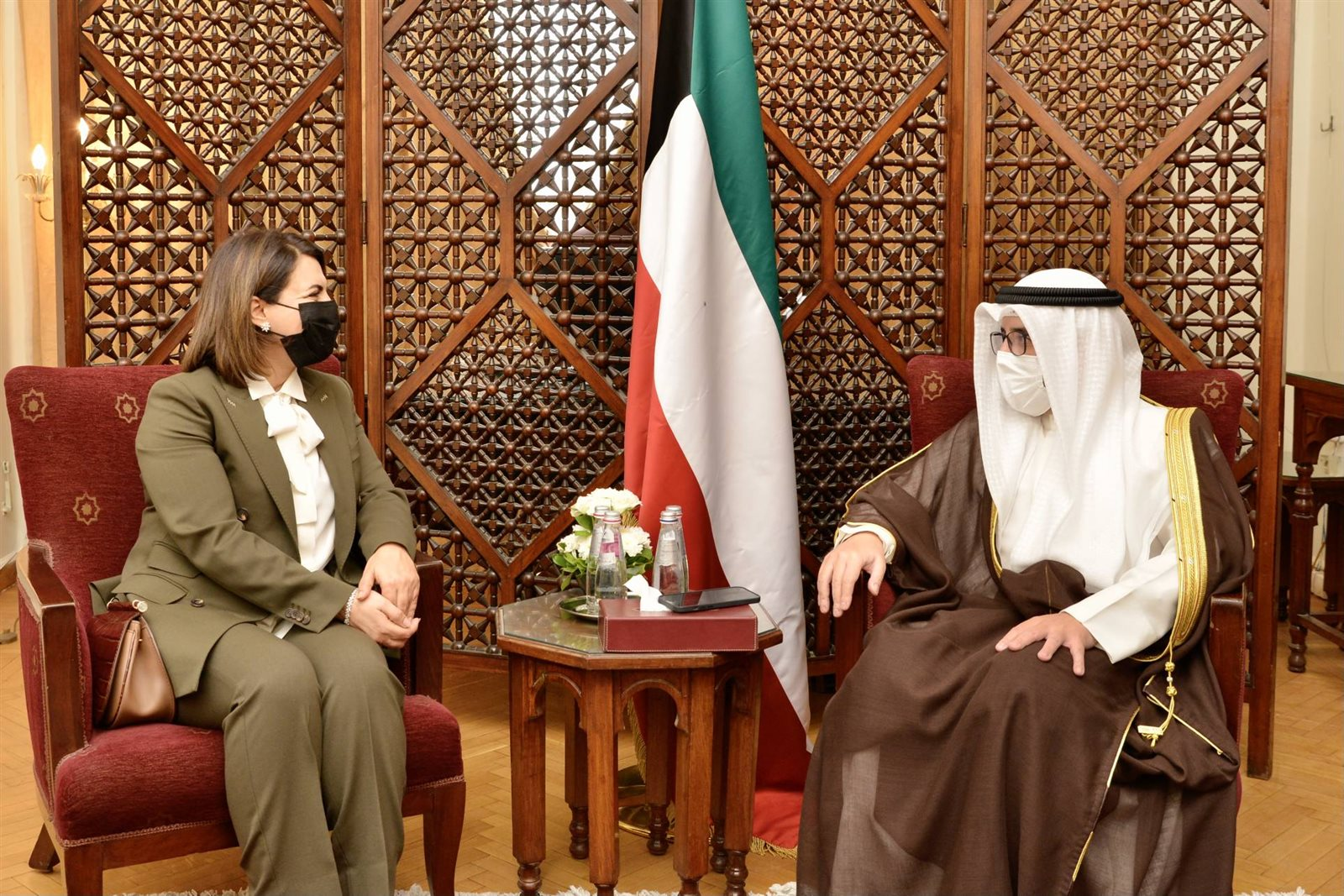 وزير الخارجية الكويتي ونظيرته الليبية
