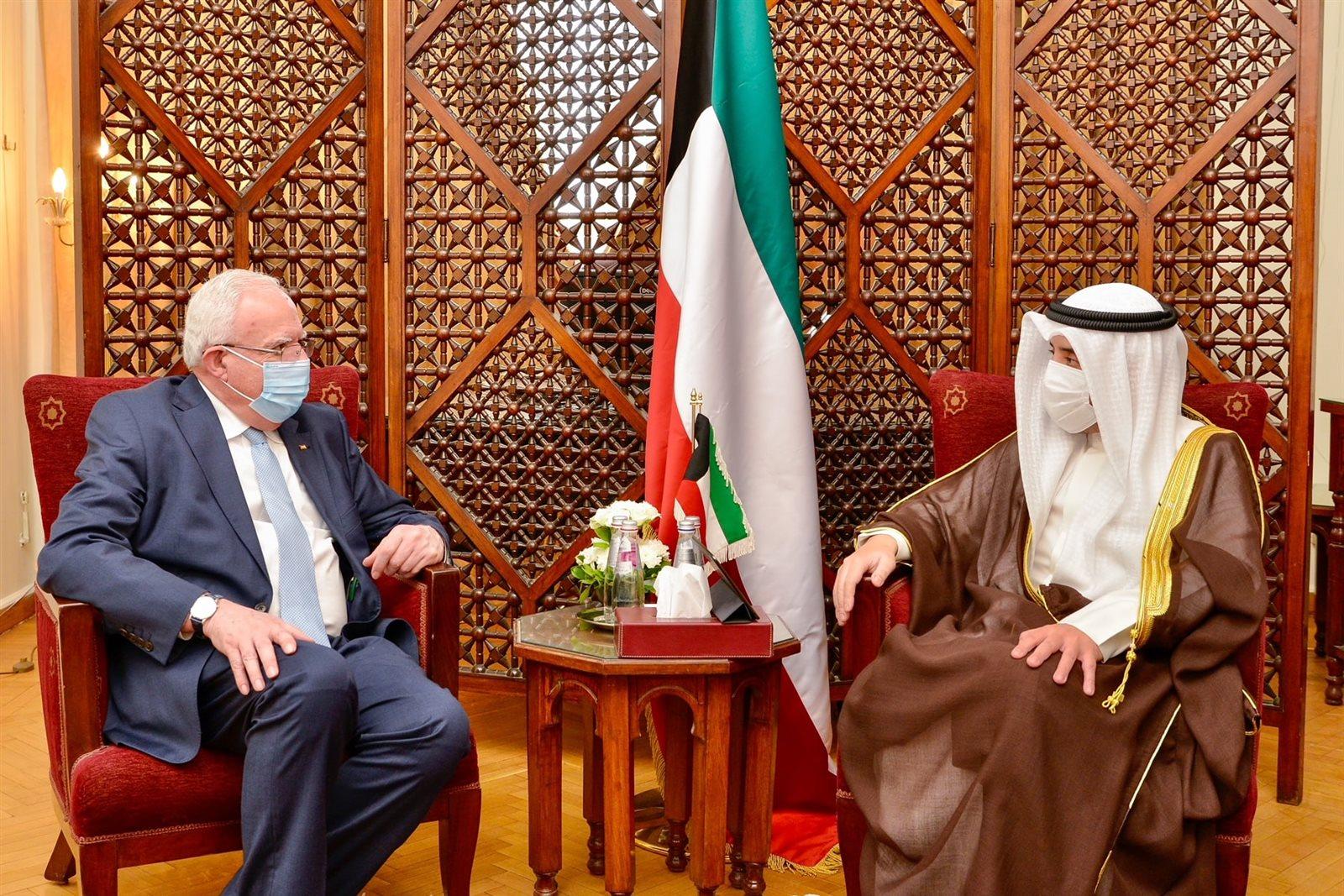 وزير الخارجية الكويتي ونظيره الفلسطيني