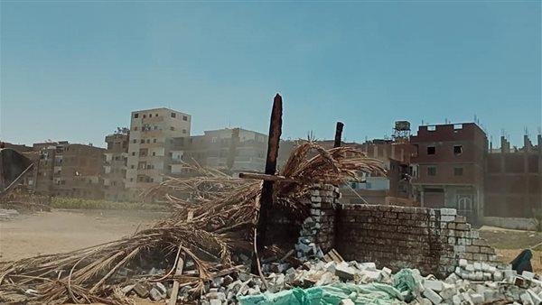 إزالة بناء دون ترخيص ورفع 20 طن مخلفات صلبة بحى غرب المنيا