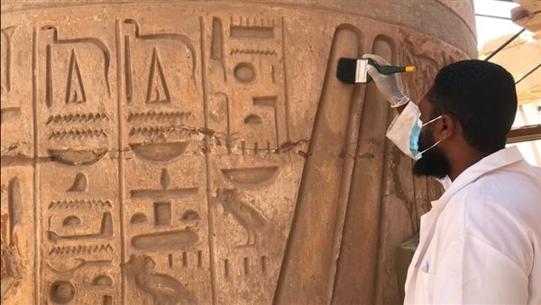 ترميم صالة الأعمدة الكبرى بمعبد الكرنك تمهيدا لاحتفالية افتتاح مشروع تطوير طريق الكباش