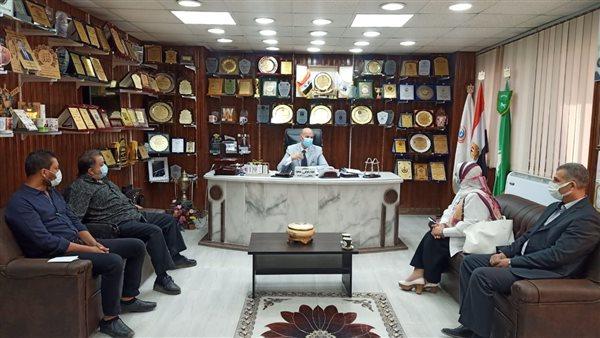 وكيل «صحة الشرقية» يجتمع مع مدير مستشفى الأحرار التعليمي بشأن «كورونا»