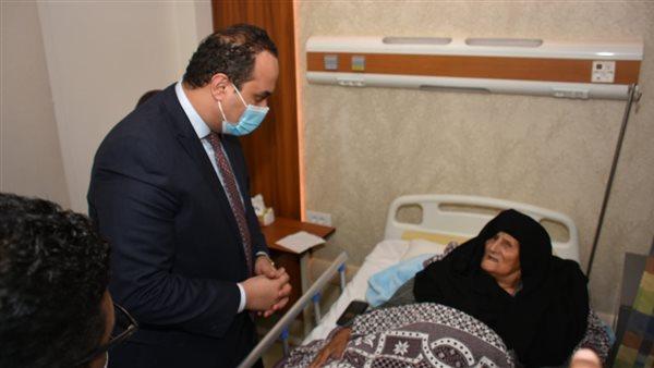 «السبكي» يطمئن على الخدمات المقدمة للمنتفعين من «التأمين الصحي» بالأقصر